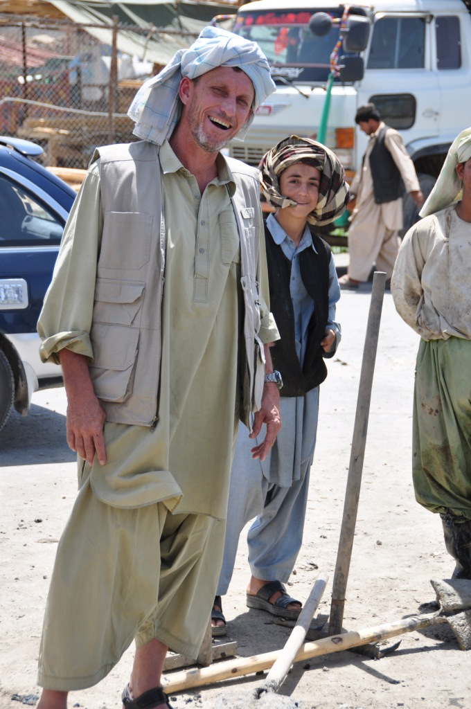 Yuklking it up with the workers in Kandahar. A smile and a little Pashto go a long way in the south